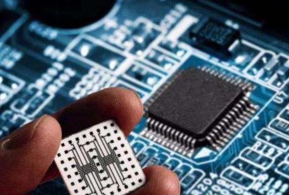 比尔盖茨:反对美国对华禁售芯片,这是逼着中国自给自足