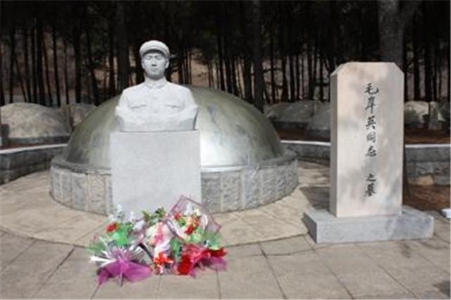 毛岸英墓碑少刻了母亲名字,周总理想重刻,毛主席:算了吧