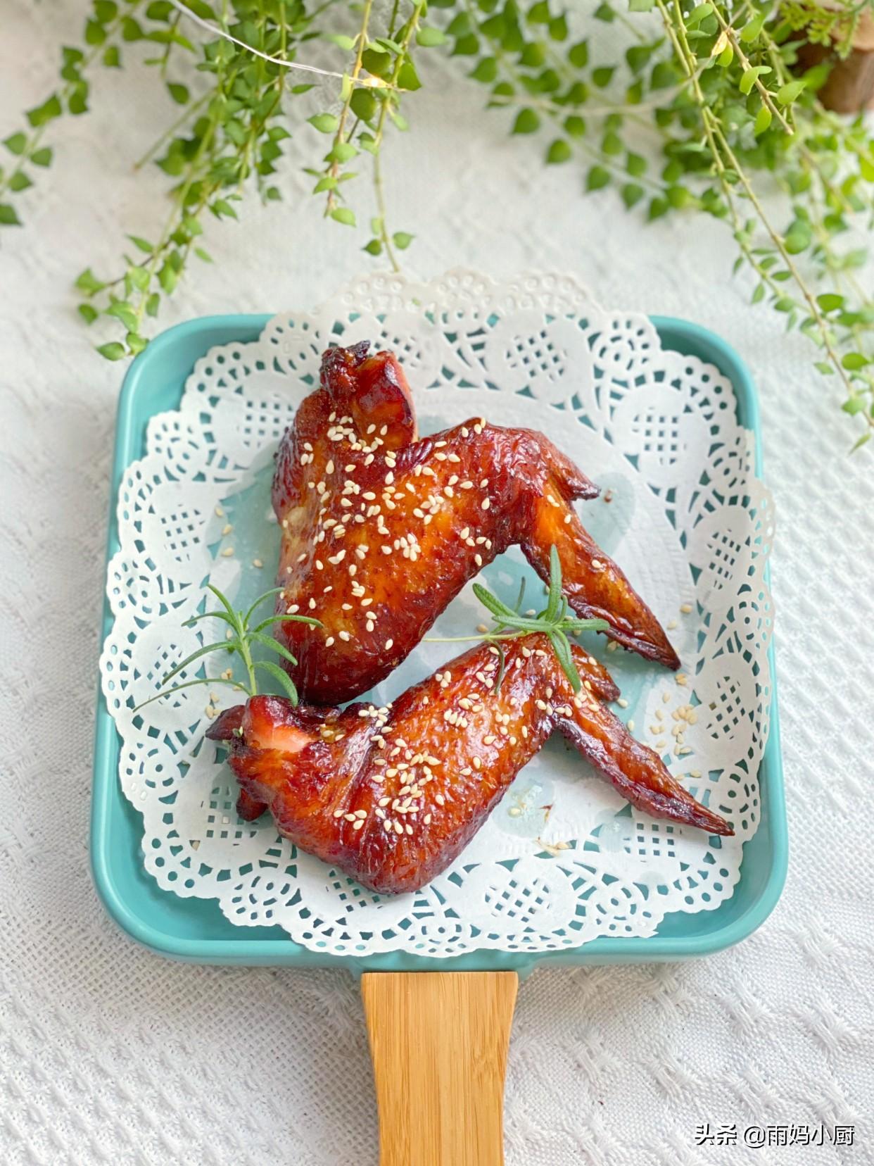 不用油炸不用紅燒,在家做焦香誘人的蒜香烤全翅,好吃到舔手指