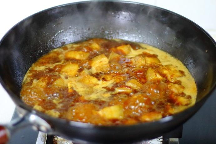 自家晒的干豆角,加五花肉炖一炖,肉香而不腻,豆角清香又甘甜! 美食做法 第9张