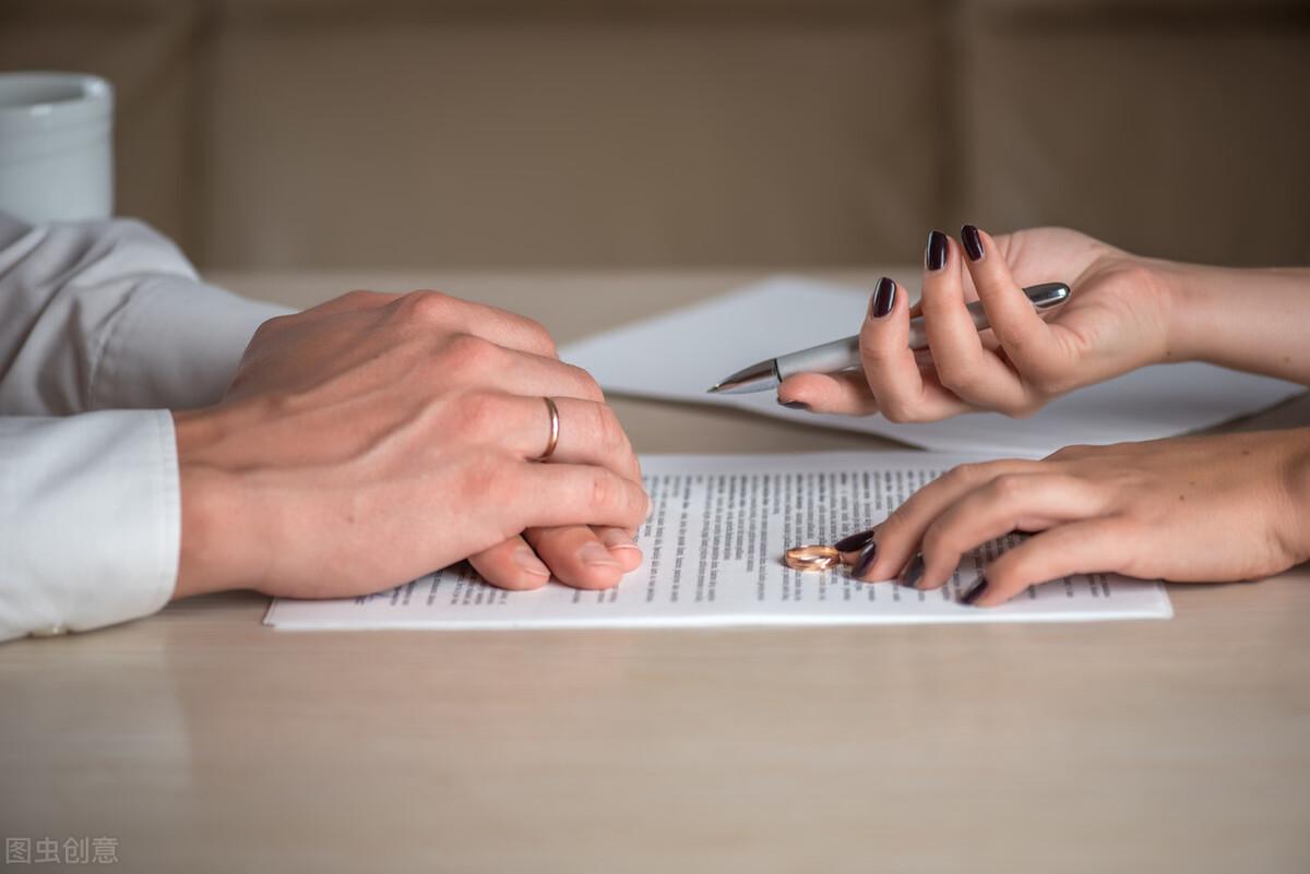 男方婚内出轨提出离婚的后果(女方婚内出轨女方可以提出离婚吗)插图