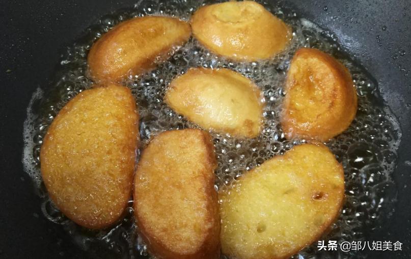 炸馒头片,不要裹蛋液,巧用一个料,馒头片更酥脆,吃着不油腻
