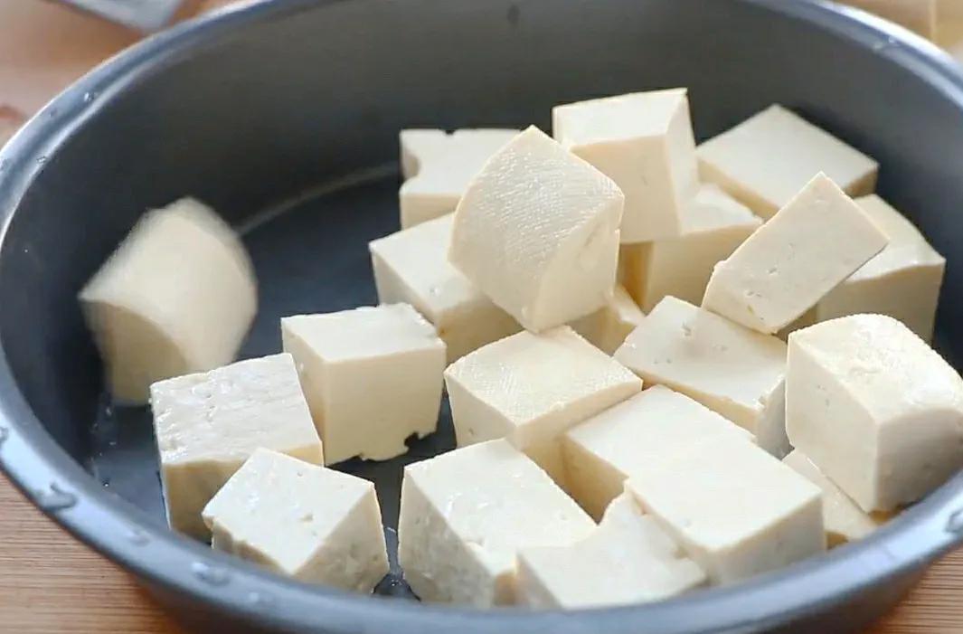 豆腐韭菜这样做,每次多吃一碗饭,太解馋了 美食做法 第1张