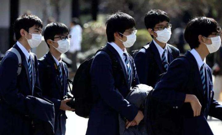 日本部分地区疫情快扛不住,大阪已发出呼吁,赶紧派自卫队增援