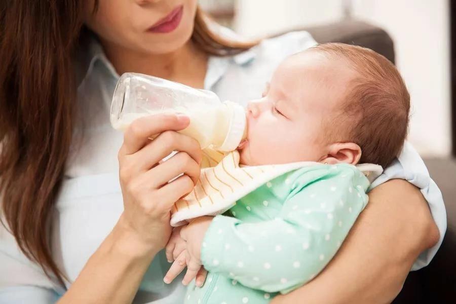 添加輔食後,奶怎麼喝?5個階段5種方案(建議收藏)