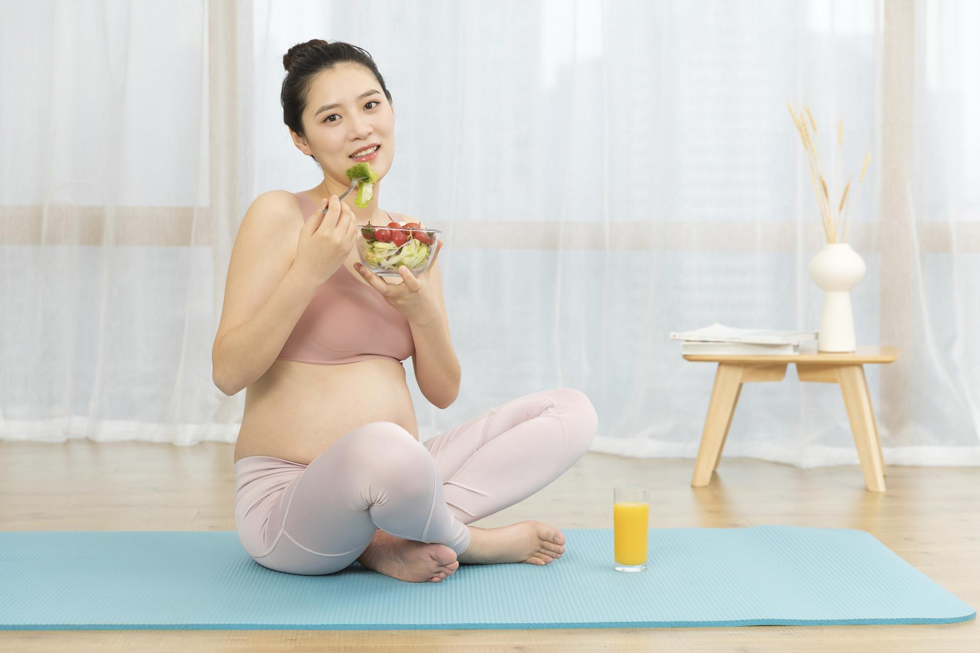 """进入孕晚期,孕妈妈牢记""""两勤二懒三调整"""",孕妇舒适胎宝健康"""