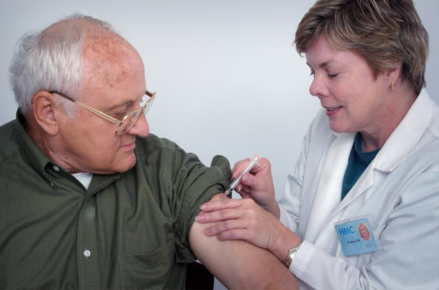 疫苗加强针隔多久再打一次?美疾控中心主任:最坏的情况是和流感一样