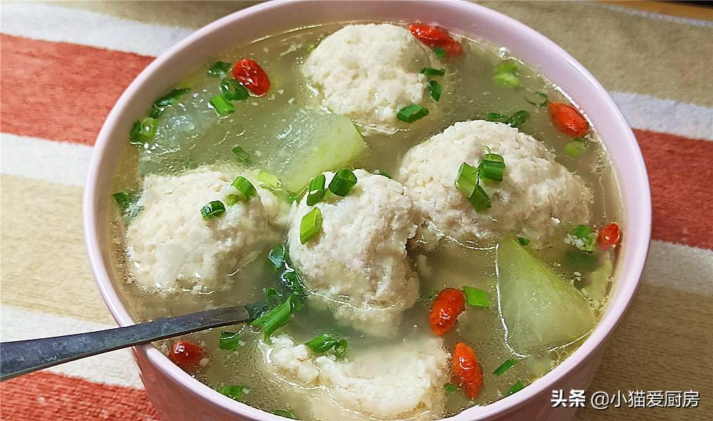 """""""冬瓜丸子汤""""这么做 味道不仅鲜美 好吃还不腻 做一锅不够吃"""