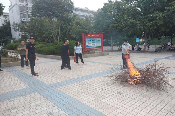 郑州中原区消防救援大队走进辖区社区物业开展消防培训演练