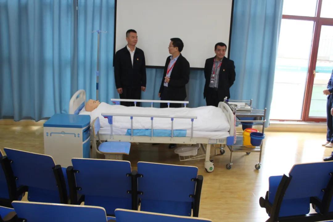 长沙市教育局民办教育党委领导莅临我校指导工作