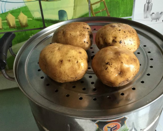 土豆丸子的做法  孩子都抢着吃比肉都香