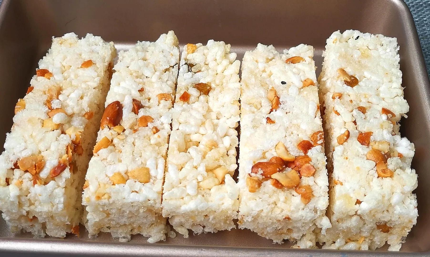 把大米倒进油锅里个个爆开花,简单4步,轻松做成福建的米花糖 美食做法 第1张