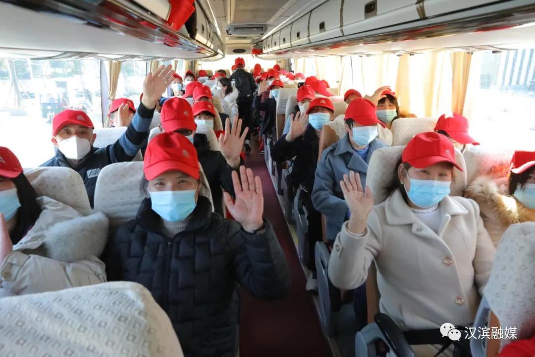 免费乘坐!汉滨包机送农民工返岗就业