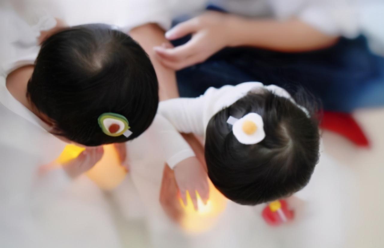 謝娜慶雙胞胎滿3歲,孕期不忘為女兒舉辦節目,跳跳俏俏近照超萌