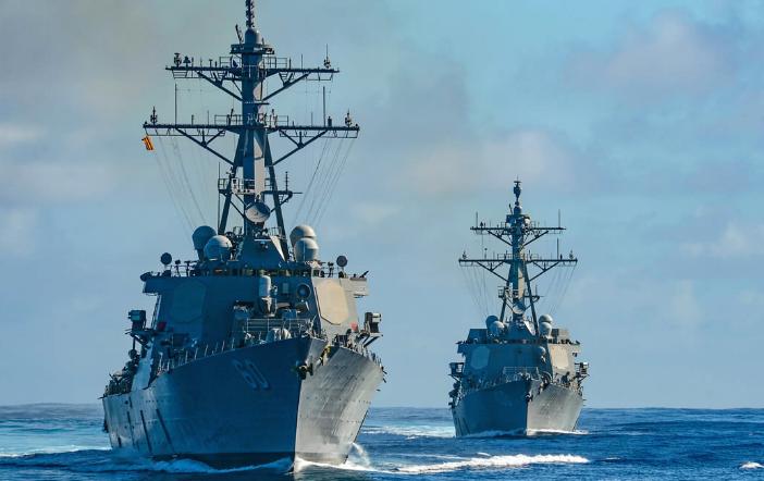 055大驱出动!4艘中国军舰现身阿拉斯加,自由航行不是美国特权