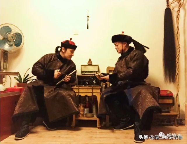满族冬季的保暖服:皮袍