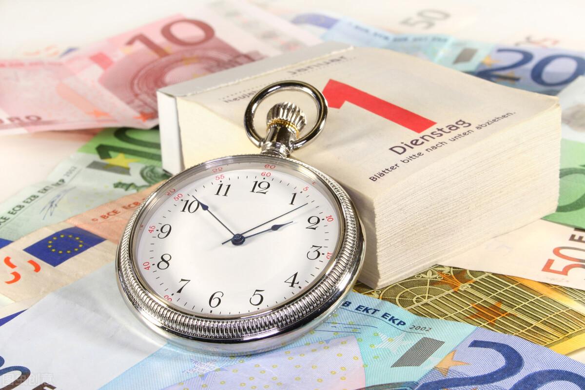 70岁老人到银行存款,应该存1年还是3年定期存款?要注意什么?