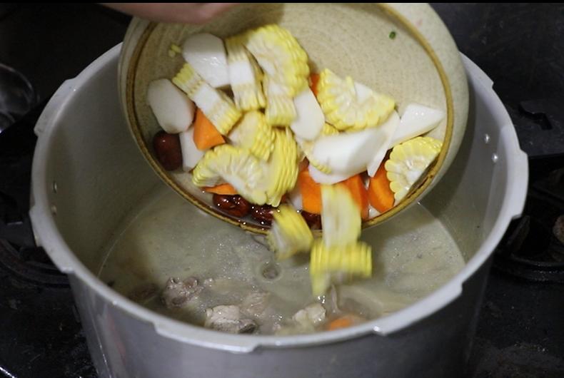 杂粮炖排骨的做法,既营养又健康 食疗养生 第5张
