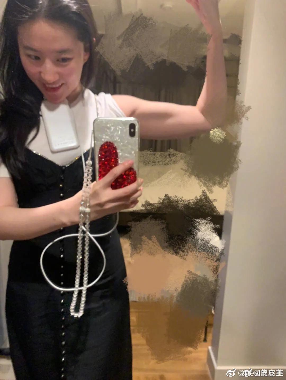 刘亦菲腹肌一锻炼就出来了!你想知道怎么练习吗?