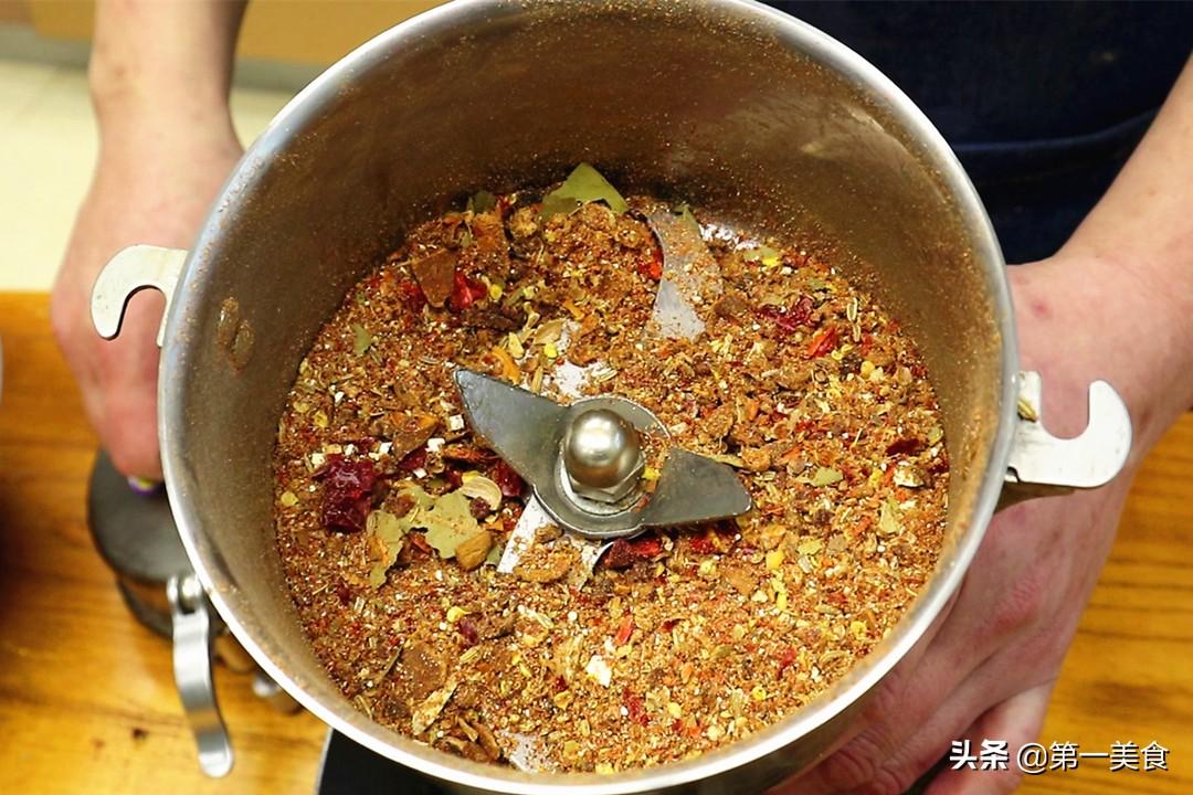 这才是酱牛肉最正宗的做法!3泡3酱入味足,酱香浓郁、不散花 美食做法 第5张