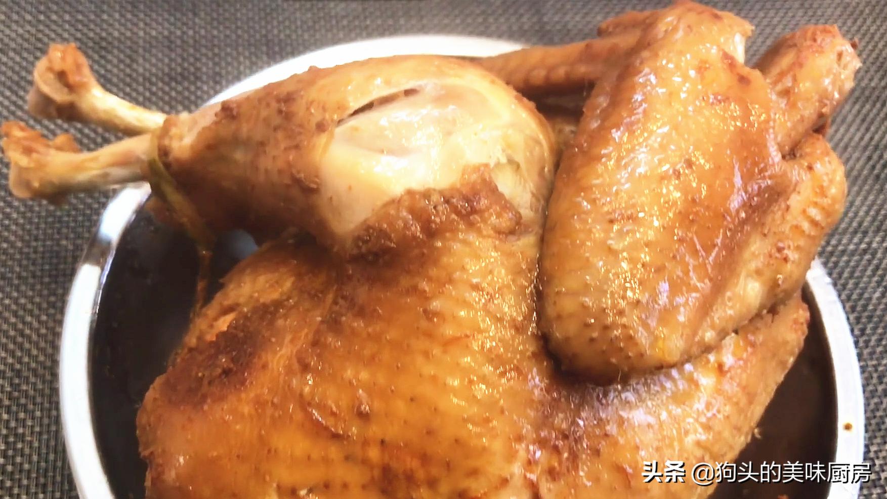 一整只鸡放入电饭煲,不加水不加油,出锅全家流口水,太香了 美食做法 第1张