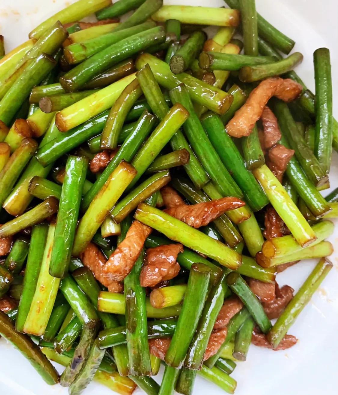 所有人都爱吃的家常菜:蒜苔炒肉 美食做法 第7张