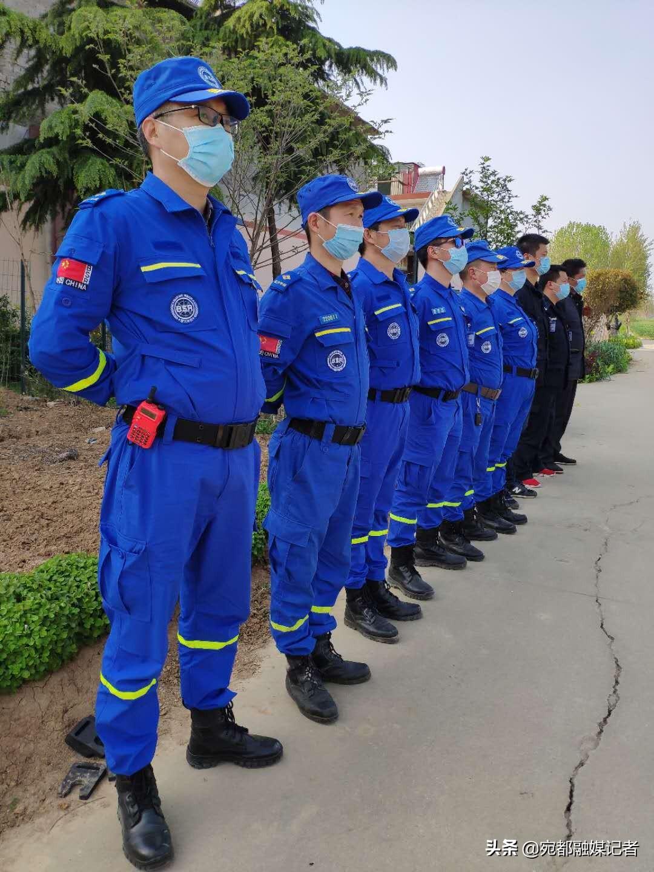 河南南阳:无人机精准投放救生圈,水上救援再添利器