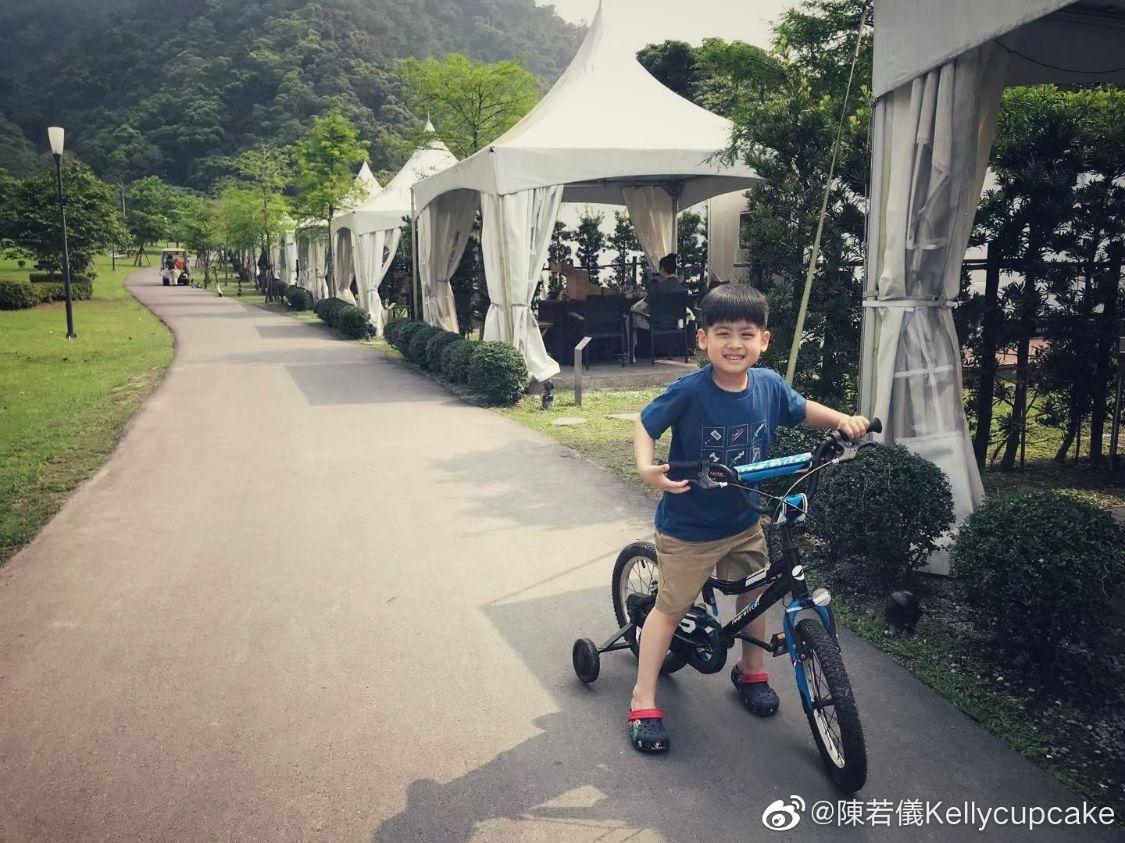 林志穎嬌妻陳若儀曬露營照片,Kimi長成大男孩,雙胞胎出鏡超可愛