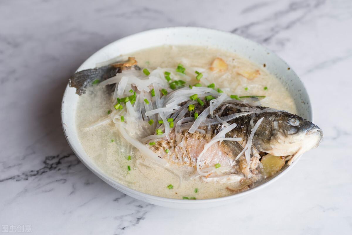 燉魚湯時,別直接下鍋,多加1步,魚湯香醇奶白還沒有腥味