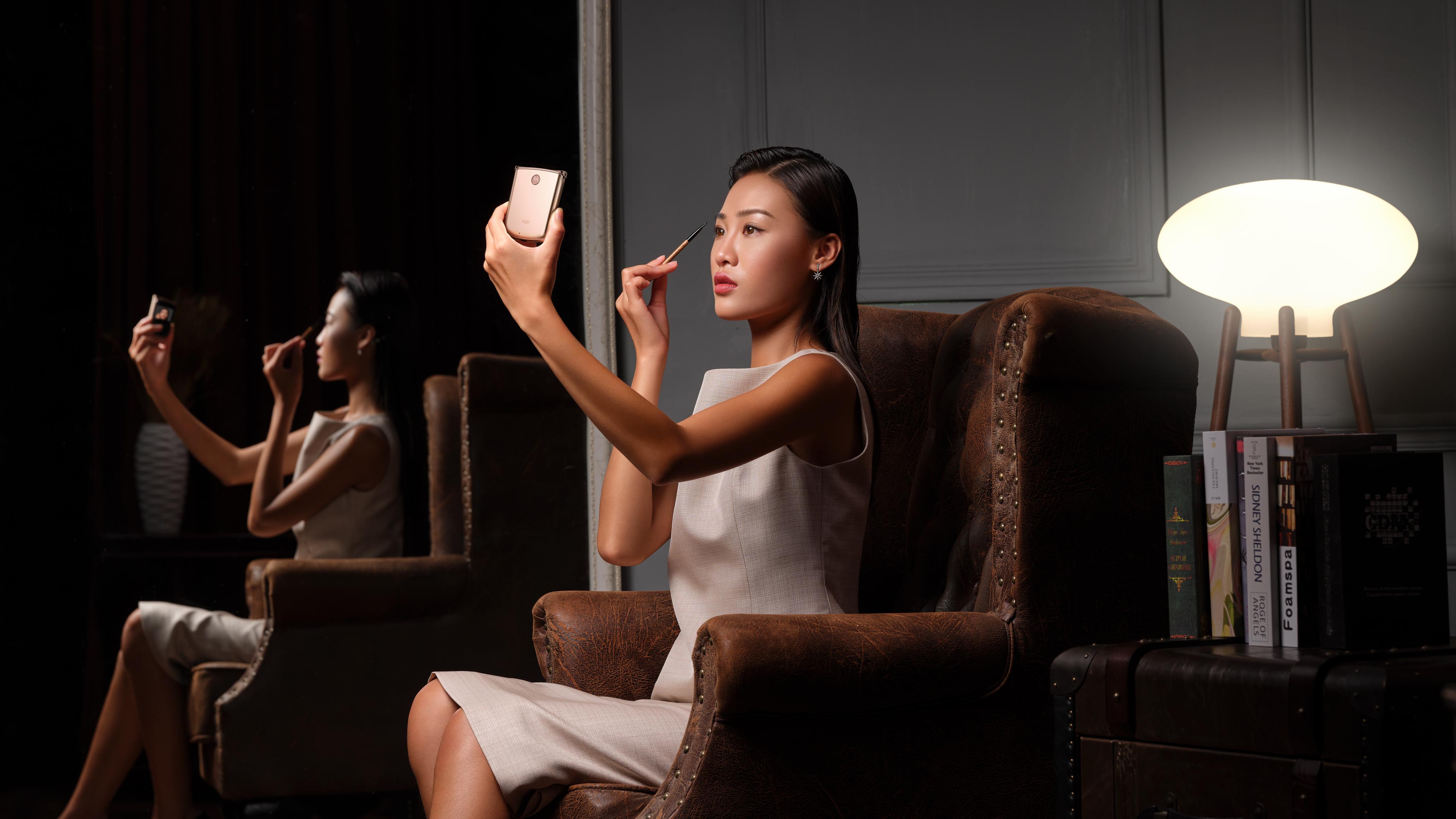 动了心!没皱褶 颜值爆表,摩托罗拉手机二代5G折叠手机宣布公布