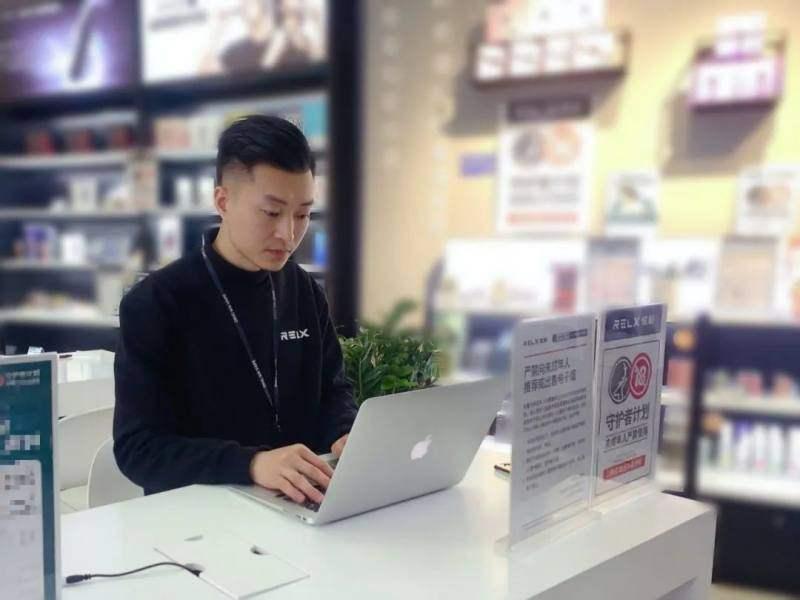 这位RELX悦刻店主经营有奇招:帮顾客开店,专攻四五线城市