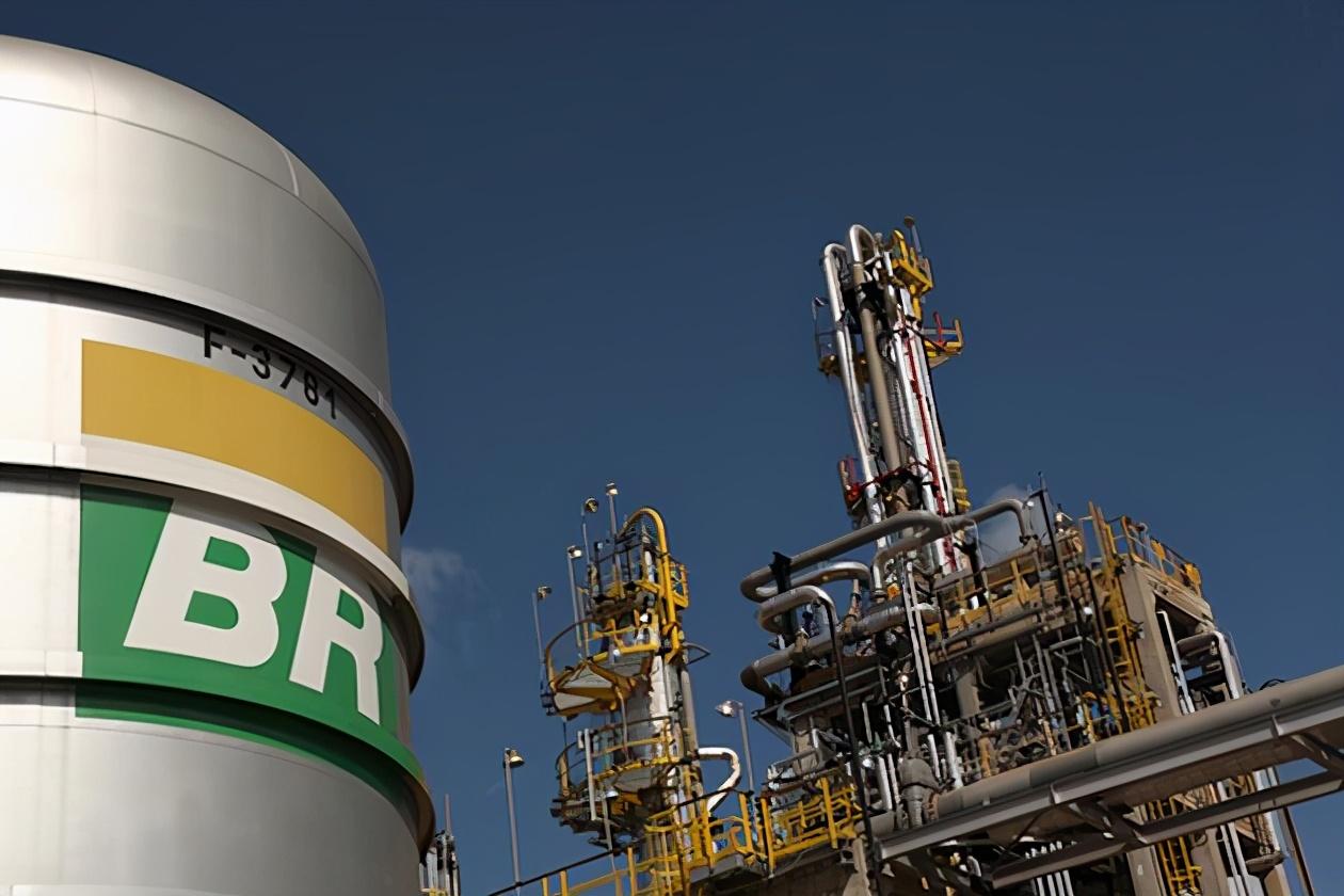 巴西国家石油公司股价下跌22%,市值蒸发100多亿美元