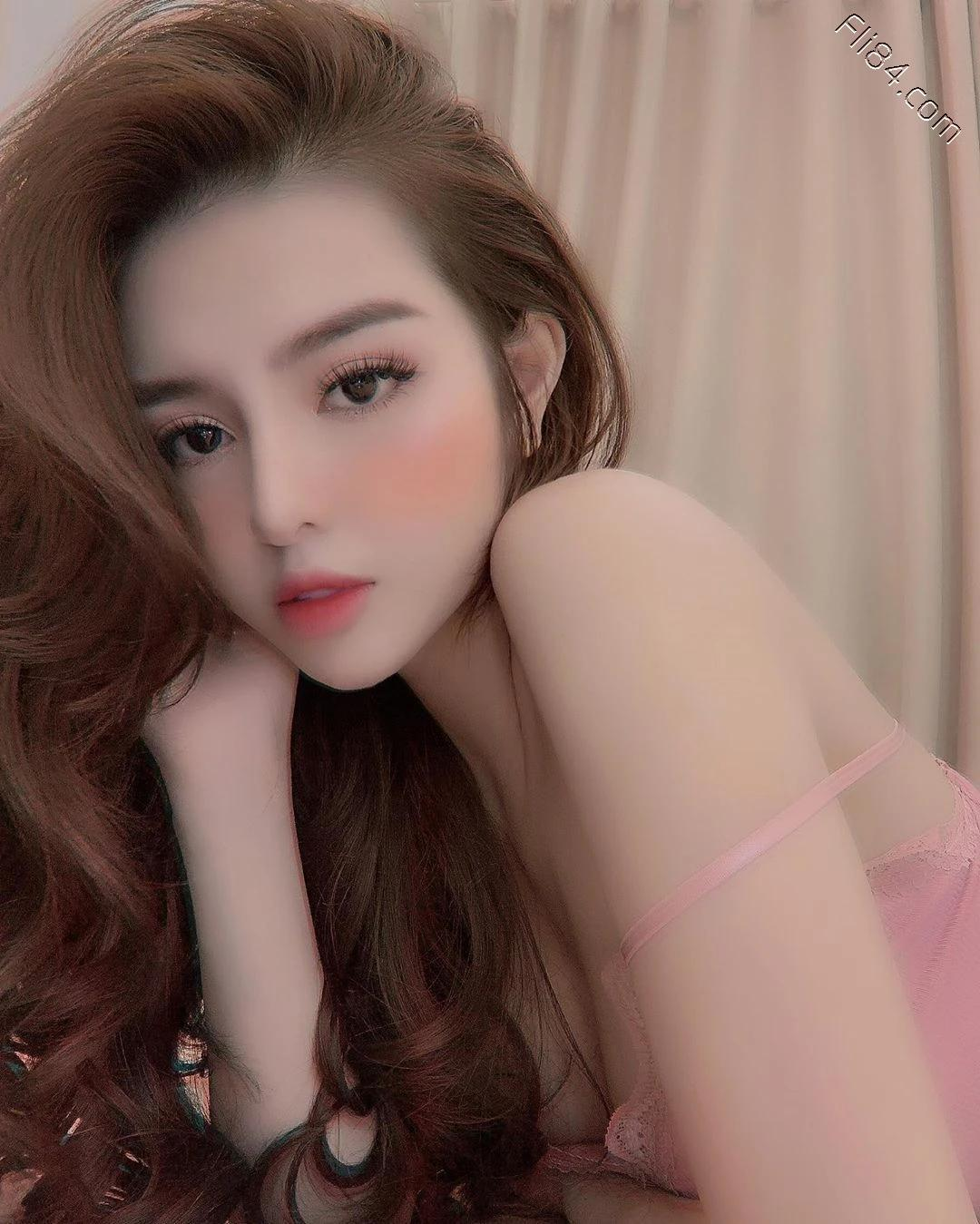 """越南网红老板娘""""Mai Phương Bui""""自己开店当模特,身材自然不会很差!"""