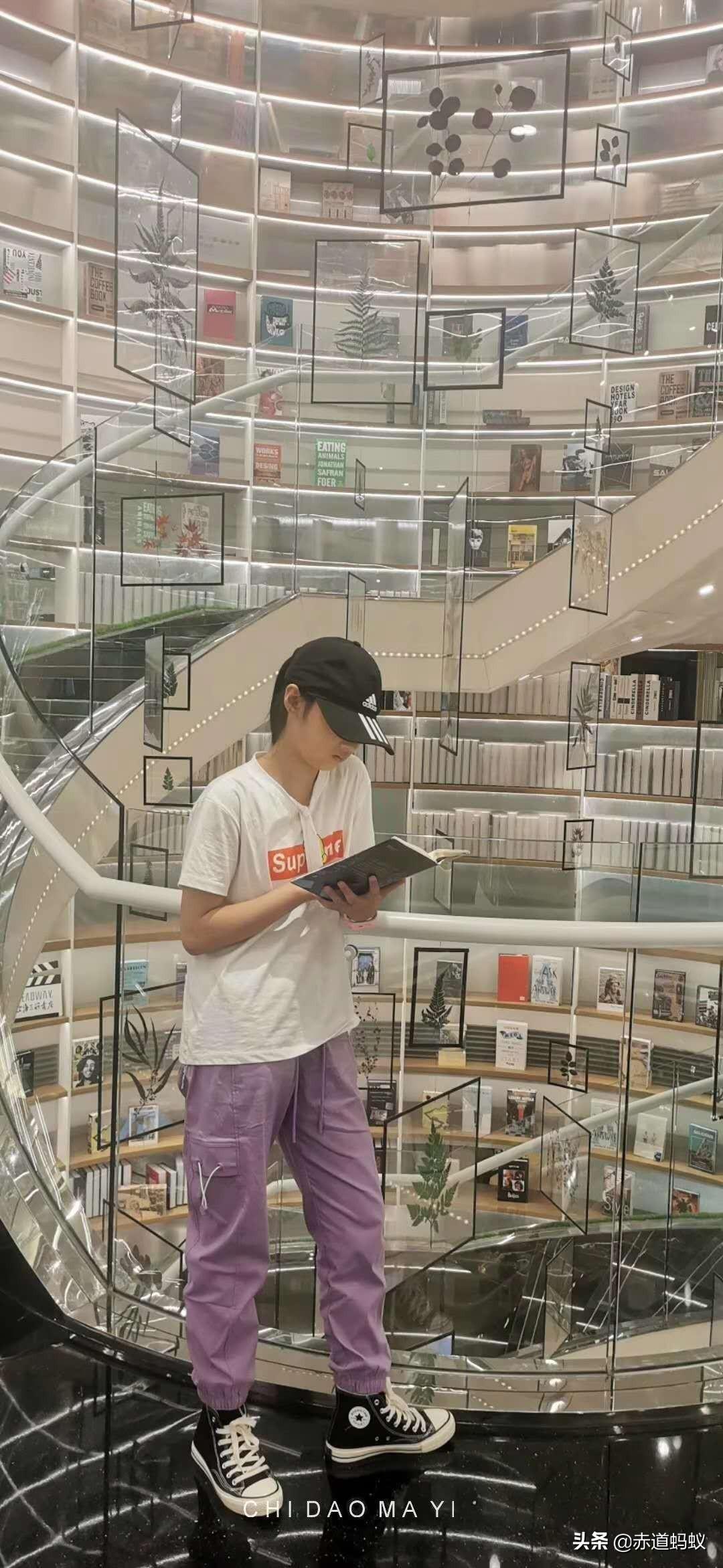别误解西安了!来古都旅游,到这4家书店打卡,同样站在时尚前沿