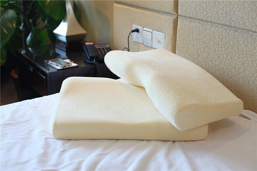 护颈椎保睡眠!一个合适的枕头有多重要?又该怎么选?