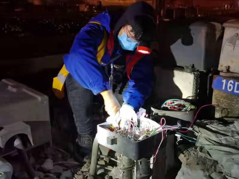中铁电气化局集团和80人寒夜奋战三小时 沪昆线新晃、波州站信号系统升级完成