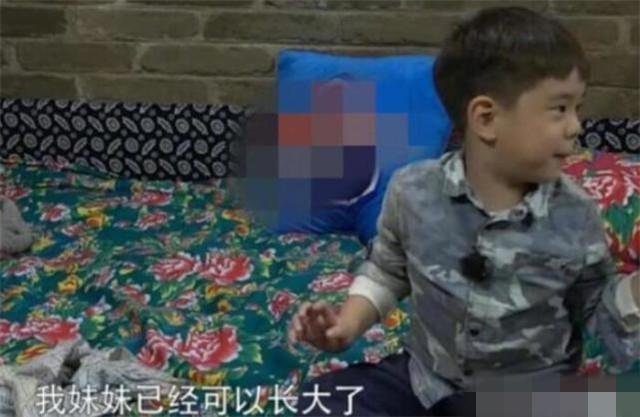 杜江一家游玩被偶遇,霍思燕手牵神秘小女孩,嗯哼抱玩具不撒手