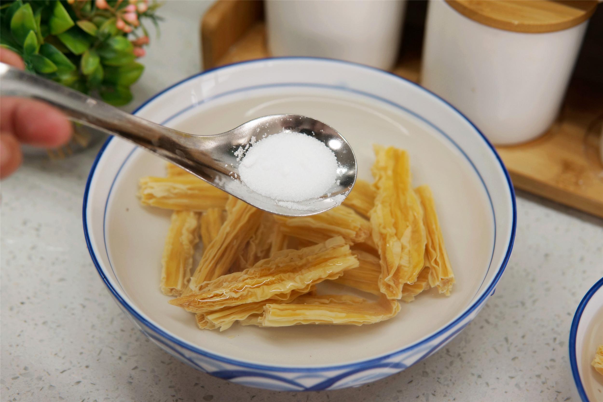 泡腐竹,別只會用清水,多加1味調料,時間省一半,有嚼勁不夾生