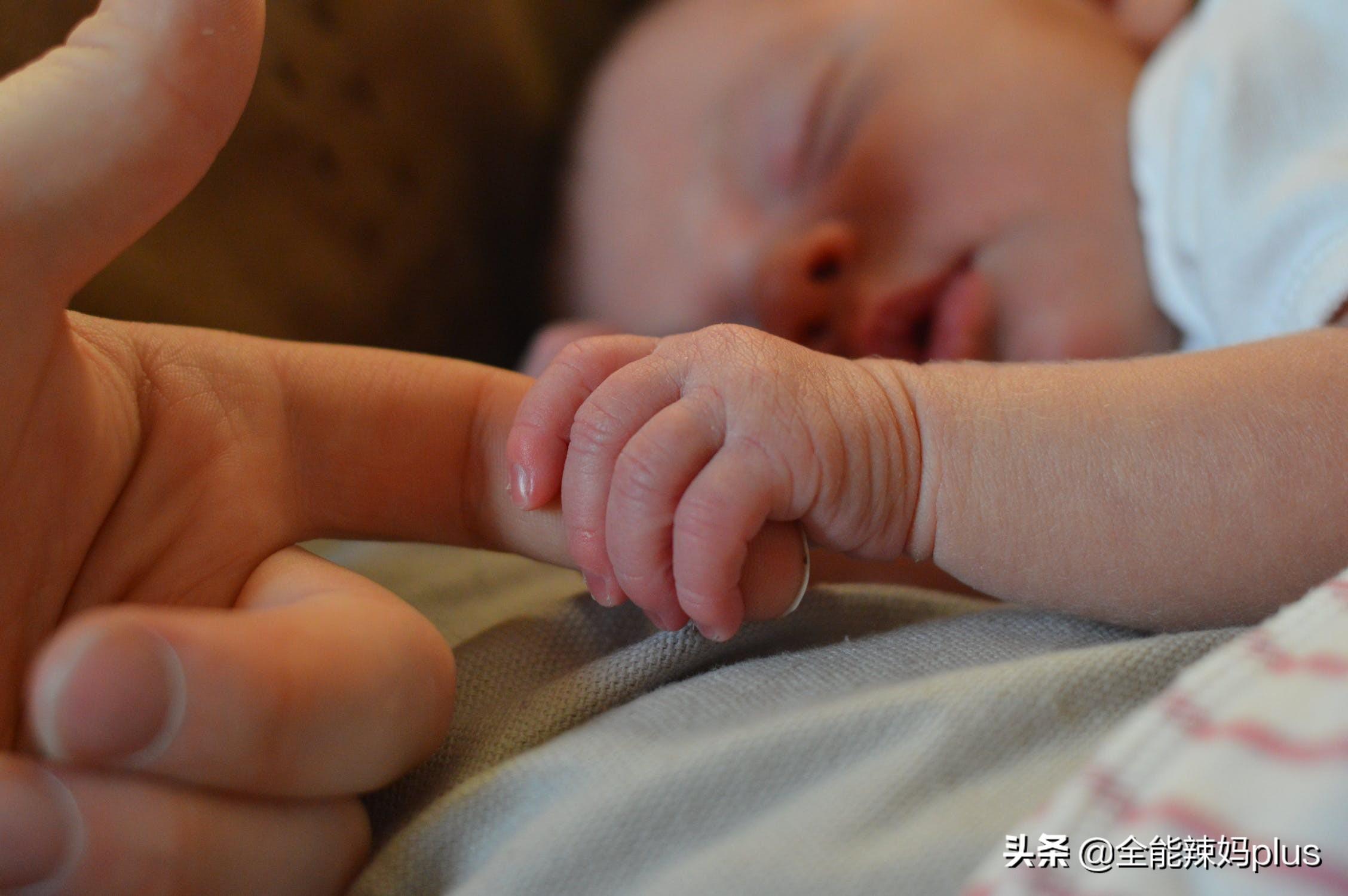 新生儿打嗝如何处理?
