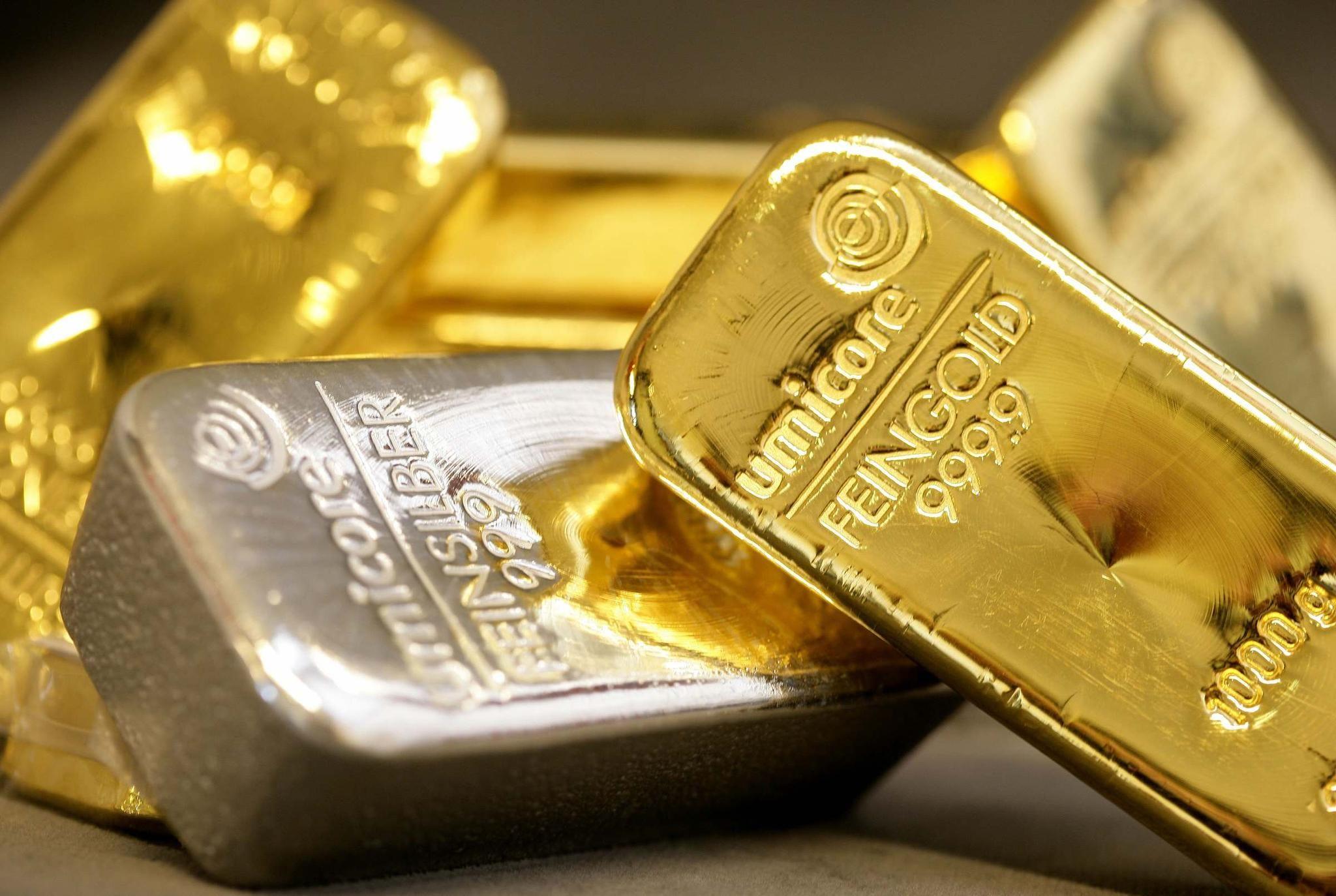 黄金价格跌至每盎司1800美元以下,但蒙古大量买入
