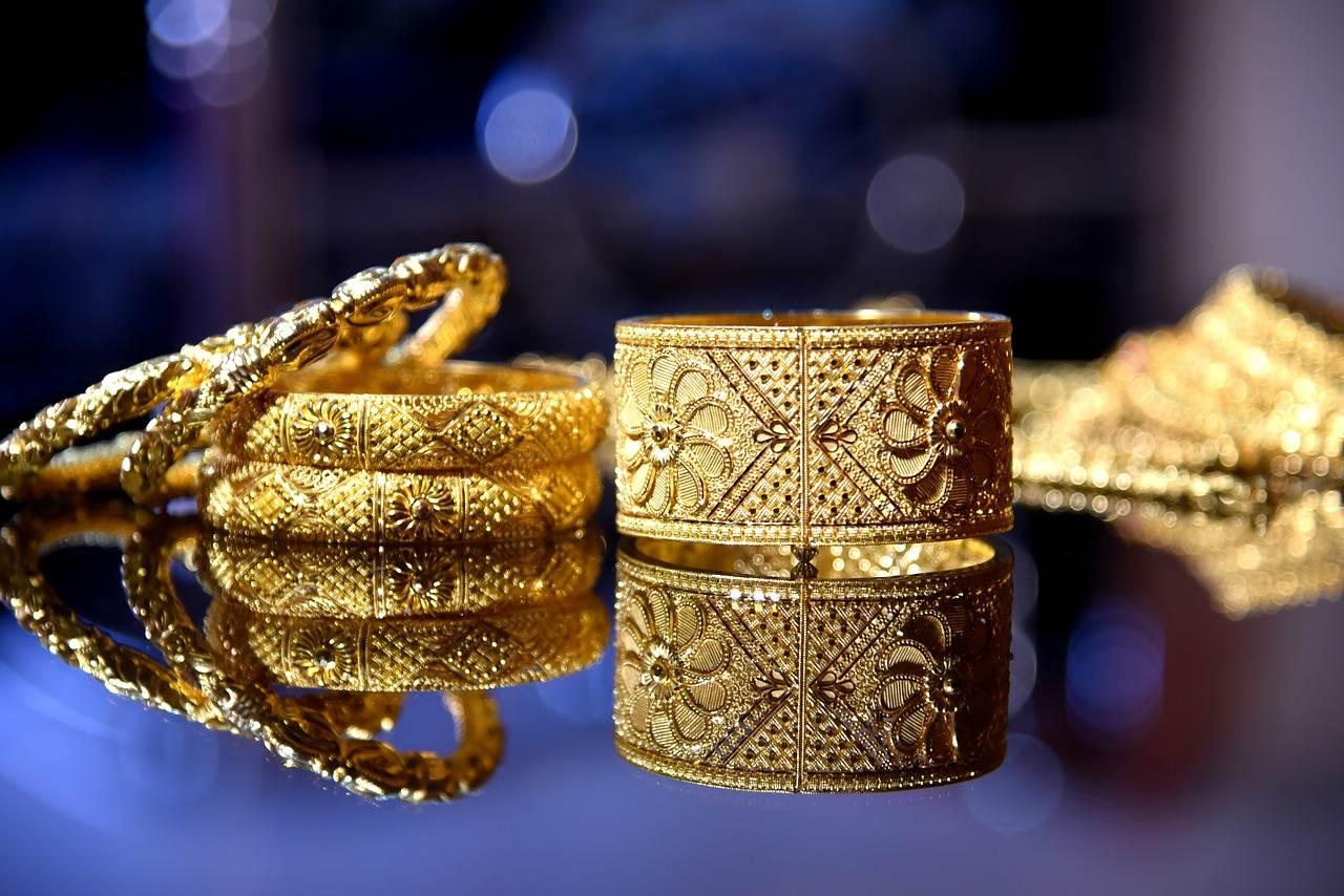 金价跌20%,黄金卖爆了,加工厂订单排到五月,黄金是怎么了?