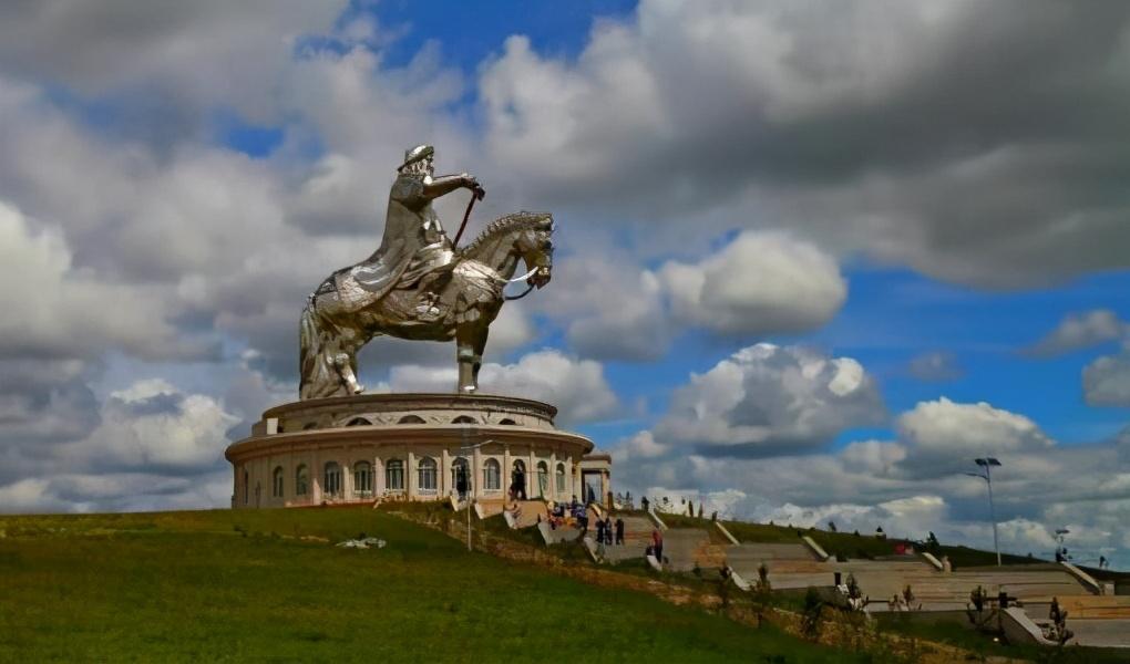 中国蒙古族和蒙古国在文化上有哪些差异