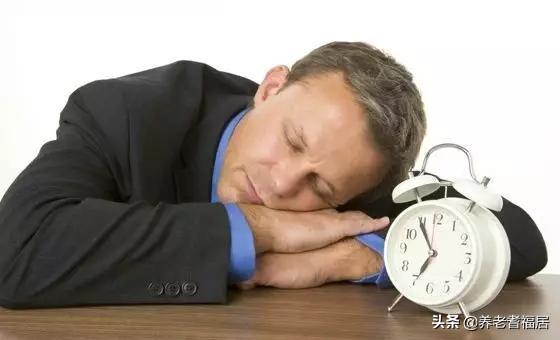 老年人睡觉不要穿太厚,睡不着急需用这几个方法