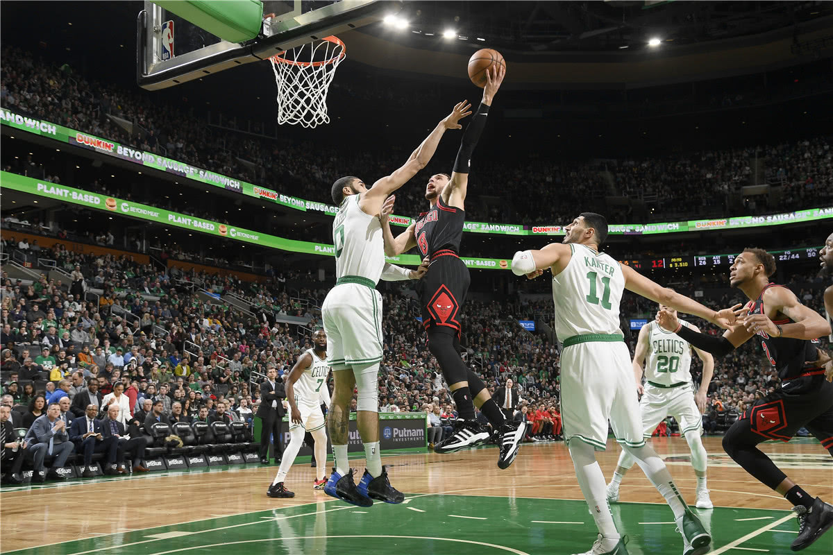 NBA日報:詹姆斯慘遭投訴,綠軍將全力追求拉文,雄鹿再簽一控衛