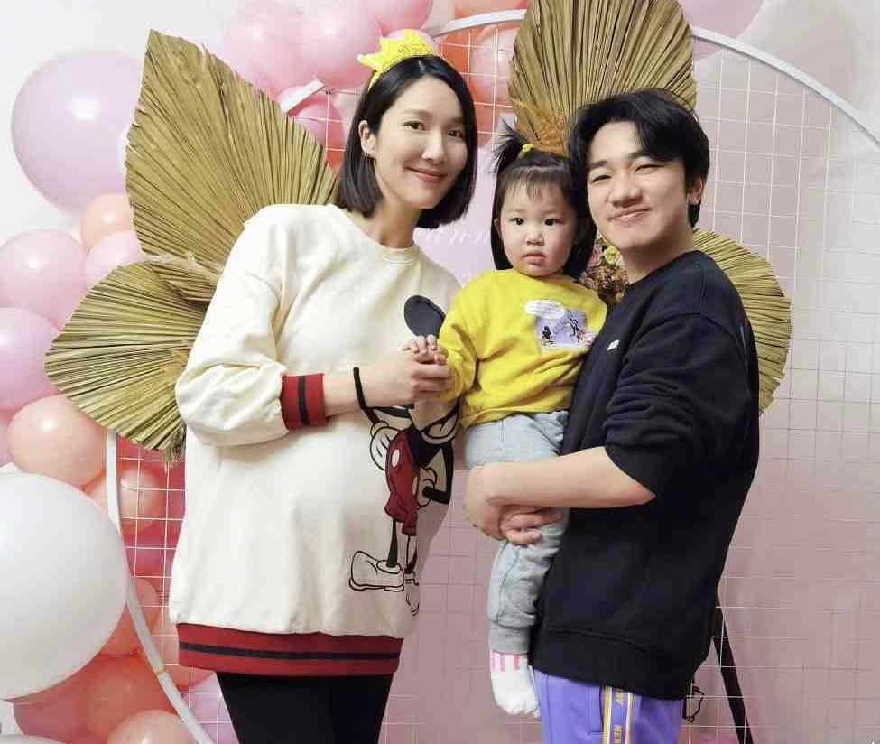 恭喜!李亚男怀二胎即将临盆,意外收获丈夫王祖蓝甜蜜庆生