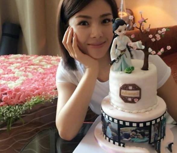 """盘点五位明星过生日吃的蛋糕,刘涛的最""""仙"""",你喜欢吗?"""