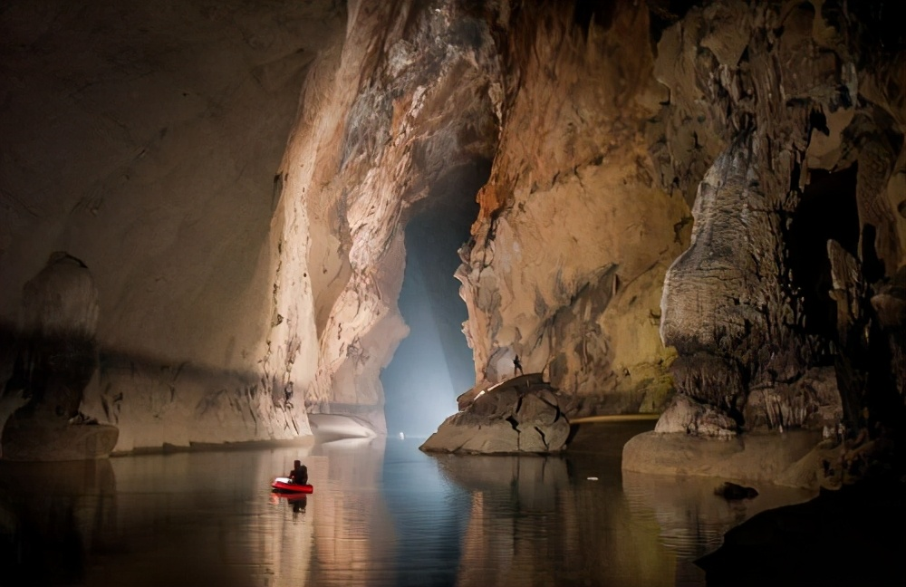 """现实版""""魔窟"""",科学家在500万年前洞穴,发现大量变异生物"""