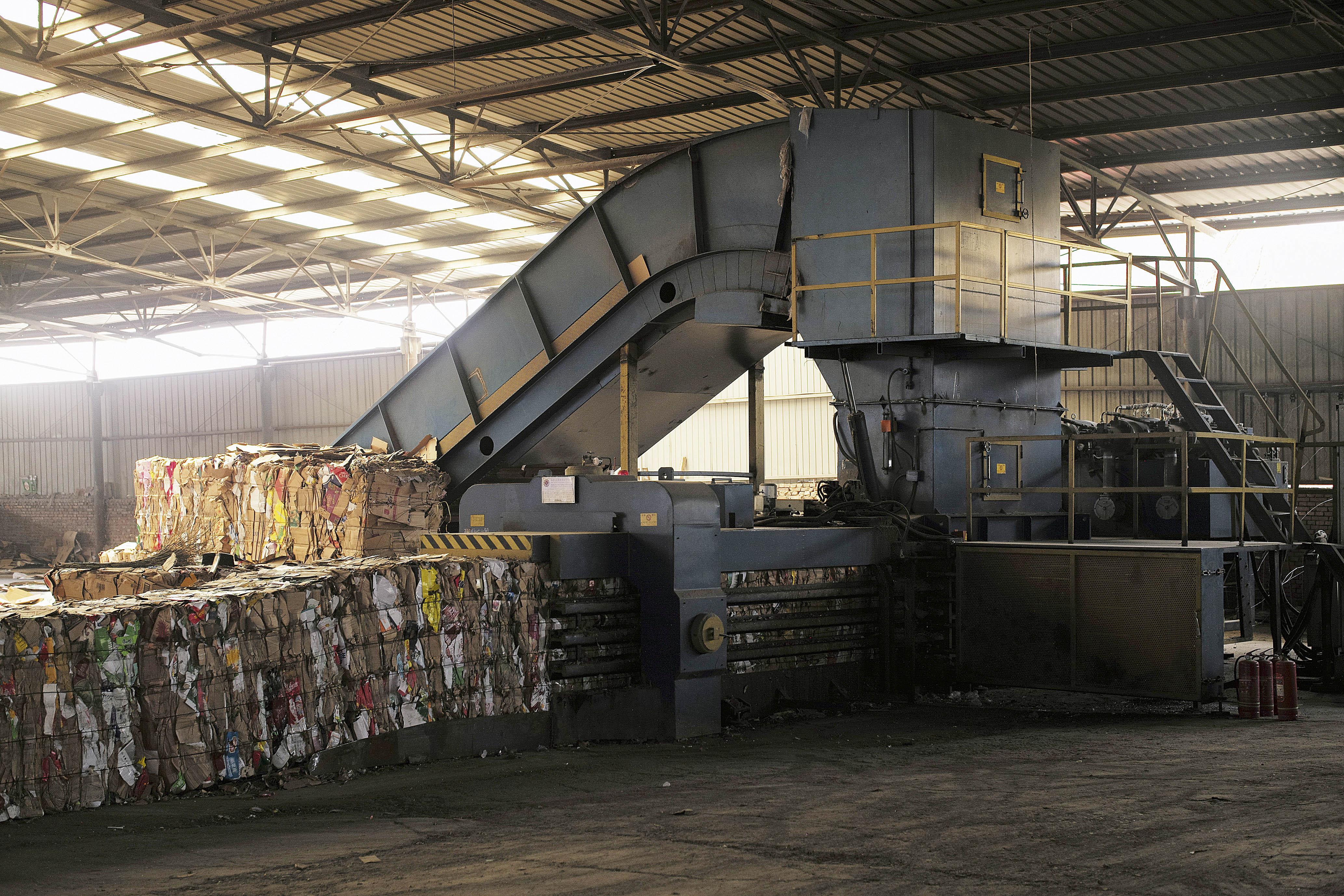 被垃圾分类改变的废纸回收:收废纸大爷的生意不好做了,互联网回收企业或将变革行业