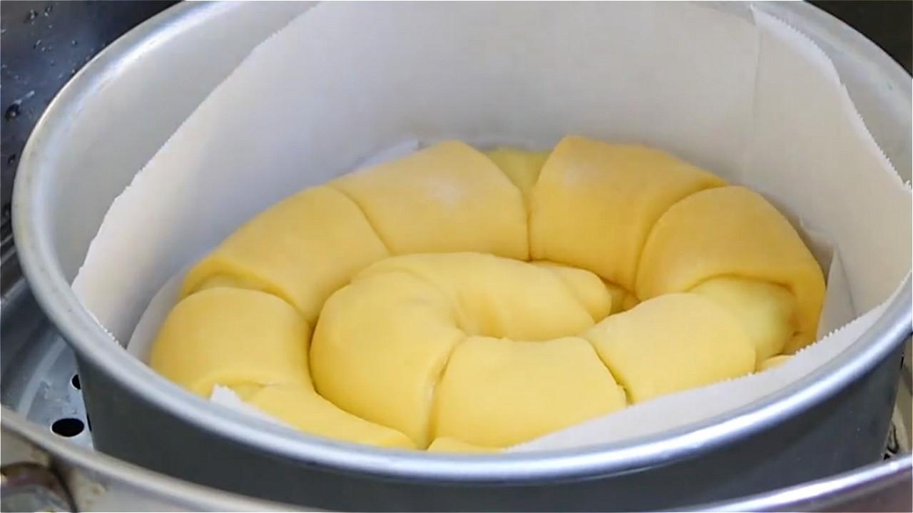 4个鸡蛋一碗面,教你不用烤箱蒸蛋糕,香甜又松软,做法简单易学