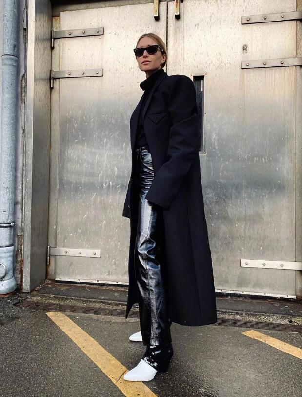 被称北欧最时髦的女人 善于穿阔腿裤和长筒靴塑造大长腿
